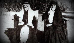 Mîr Tahsîn Beg mit seiner Großmutter Meyan Xatûn ca. im Jahr 1944| Foto|John S. Guest